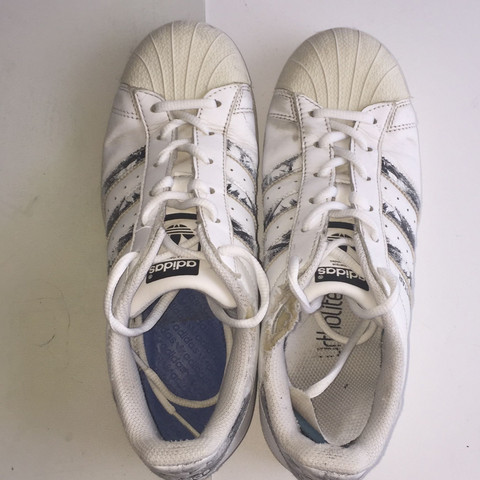 Hält Acrylfarbe auf meinen Schuhen? (Mode, Schuhe, Kunst)