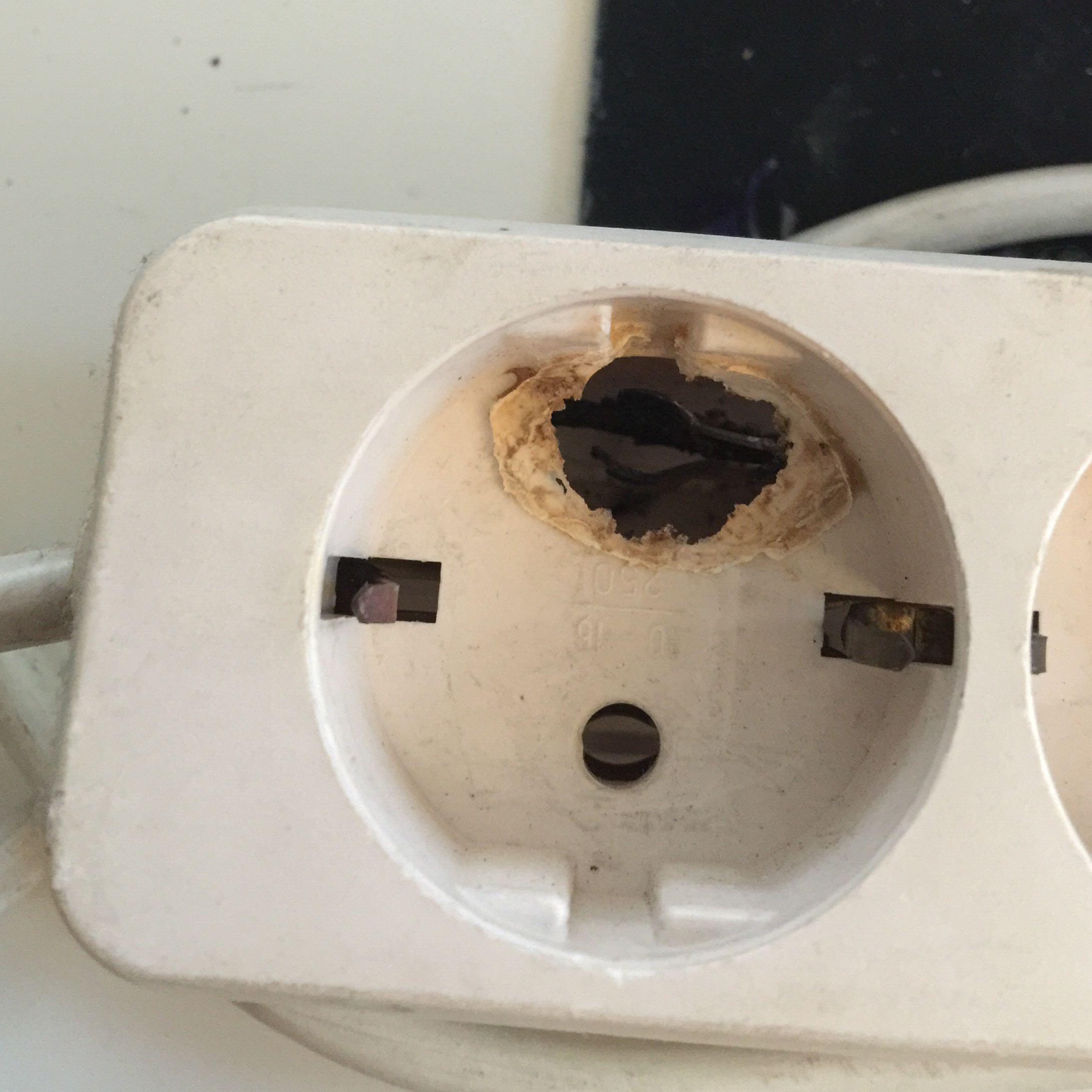 hallo ich hatte einen kabelbrand an der mehrfachsteckdose von meinem w schetrockner ist es. Black Bedroom Furniture Sets. Home Design Ideas