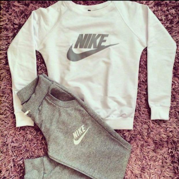 Wo Kann Man Diesen Nike Pullover Und Diese Jogginghose