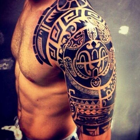 Dieses hier. Allerdings nur bis zum Schulter Ende  - (Tattoo, Anfang, Maori)