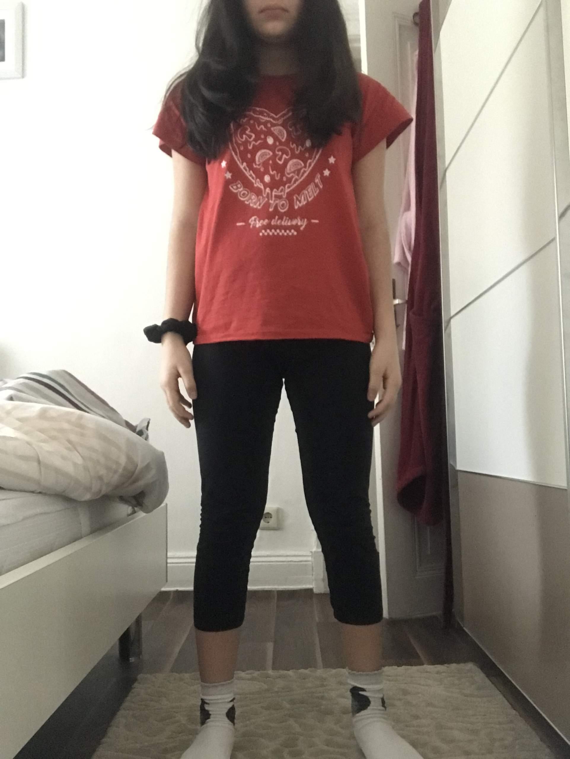 Hallo ich bin 12 Jahre und 1,45 m groß und wiege 44. Bin