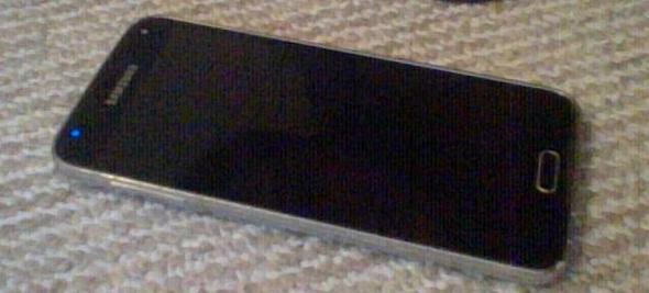 dies ist mein handy es blinkt geht aber nicht an - (Handy, Wasserschaden, Samsung S5)