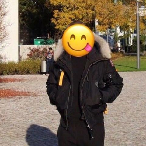 Hallo ich suche eine Jacke die ähnlich wie diese im bild ist . Es sollte aber kein echtfell sein .. jemand eine idee?