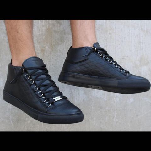 Sneaker  - (online, Sneaker)
