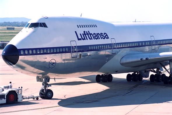 Halblackiert - (Technik, Farbe, Flugzeug)