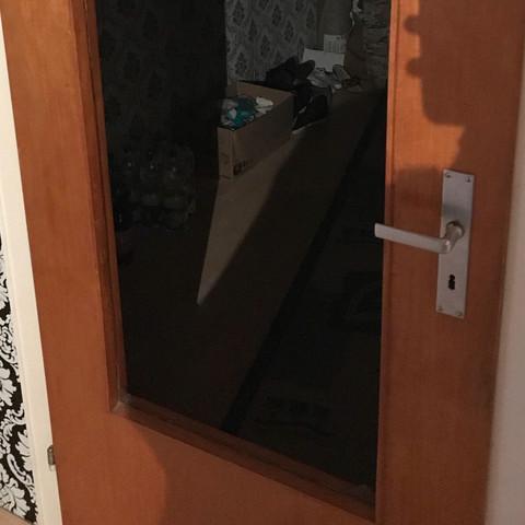 hallo mir ist die scheibe von der wohnzimmer t r kaputt gegangen was tun auto und motorrad glas. Black Bedroom Furniture Sets. Home Design Ideas