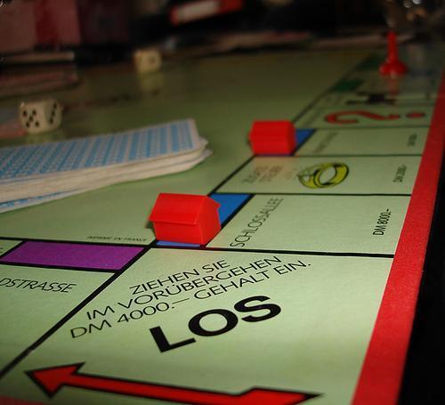 So sieht es aus das erste mit den Spielkarten und mehr  - (DM, Monopoly)