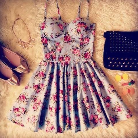 So sieht das Kleid aus :)  - (Kleid, Ball)