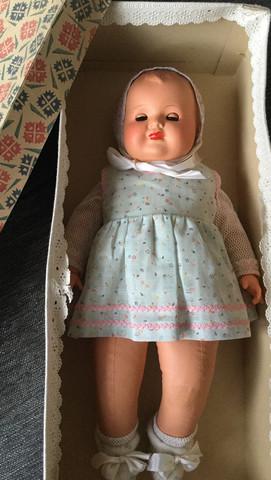 Hallo, ob jemand diese Puppe einschätzen kann?