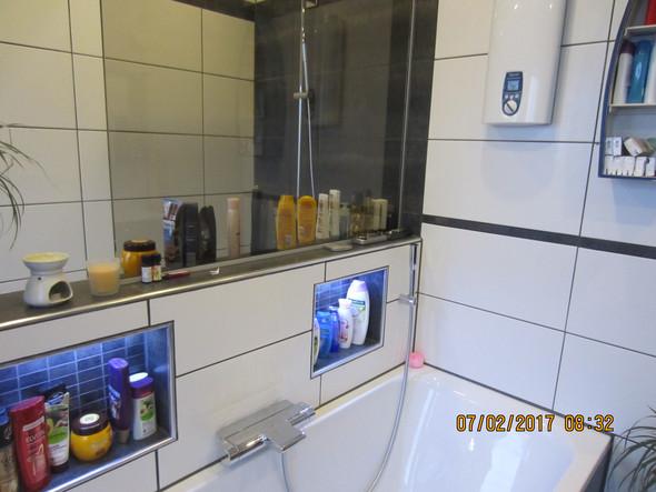 Hallo,Wanne und Waschtisch haben durchweg heißes Wasser,die Dusche wird nach ca.3 min kalt?