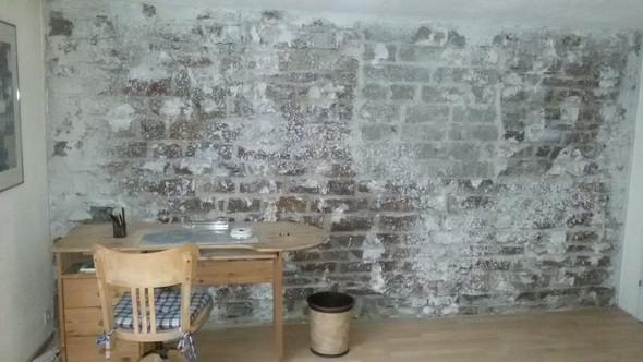 Hallo? Wir Haben Die Rigipswand Entfernt.Zum Vorschein Kam Diese Wand. Wie  Kann/sollte Ich Streichen Oder Wie Kann Ich Diese Verputzten Flecken  Entfernen?