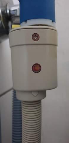 Waschmaschine AEG LAVAMAT spült nicht richtig aus. Hat die Aquastop-Funktion des Sicherheitszulaufschlauches ausgelöst?