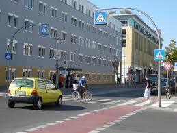 Kreuzung - (Verkehr, Straße, vorfahrt)