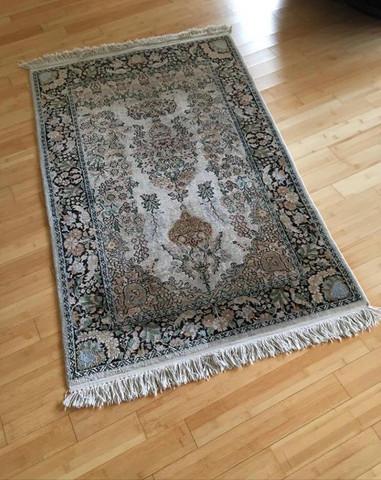 Hat dieser Teppich einen Wert, wer ist der Hersteller?