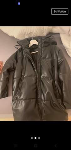 Hat hier jemand so eine Jacke? (Von den Mädchen)?