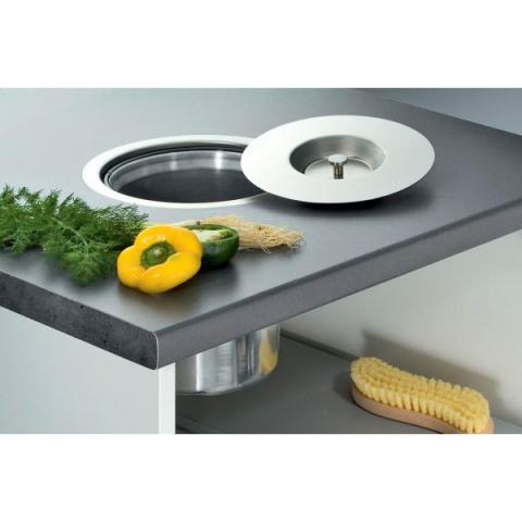 - (Haus, neue Küche, bioloch)