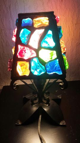 Hat jemand Informationen über diese Tischlampe aus glas?