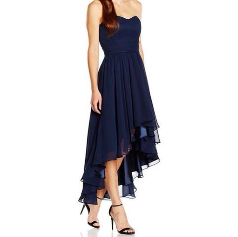 Hat jemand Tipps oder ein Schnittmuster für diese Kleid? (nähen, Stoff)