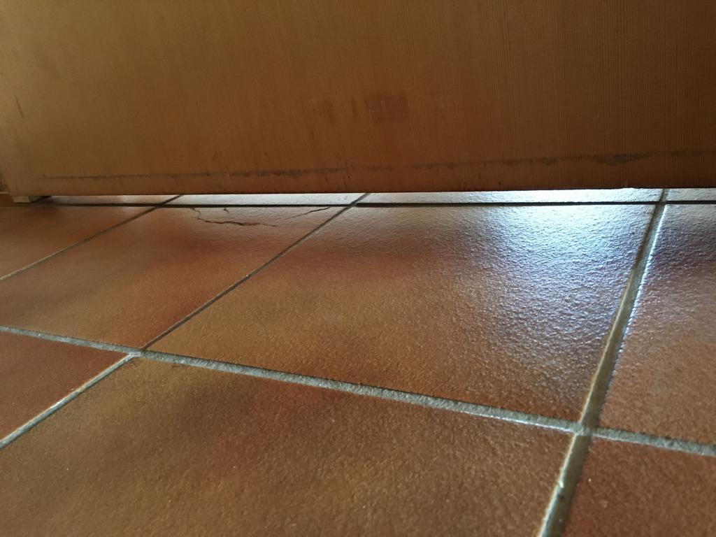 haust r wurde vom tischler umgebaut unter der t r einen spalt von 5cm darf das so sein. Black Bedroom Furniture Sets. Home Design Ideas