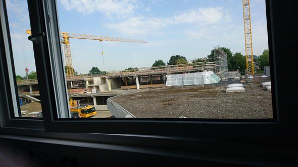 - (Schule, Baustelle, Parkhaus)