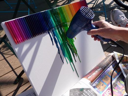 hei klebepistole dringend n tig bei melted crayon art kunst lifestyle schmelzen. Black Bedroom Furniture Sets. Home Design Ideas