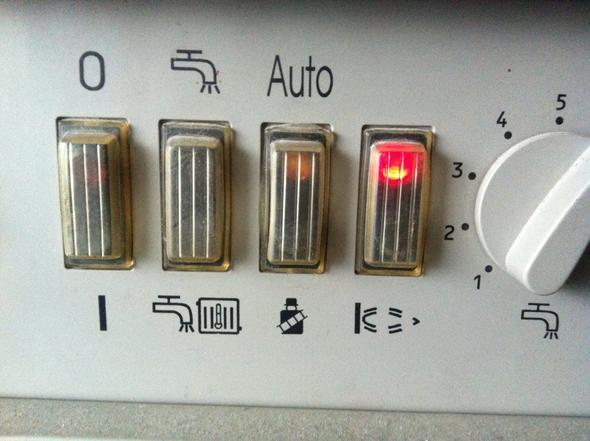Heizung wird kalt und bei der Gasheizung leuchtet eine rote Lampe ...