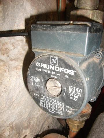 Heizungsanlage BUDERUS (Haus, Strom, Pumpe)