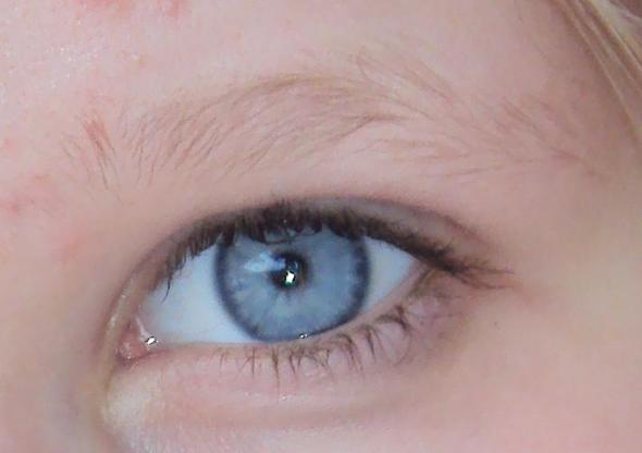 Auge - (blond, Augenbrauen)