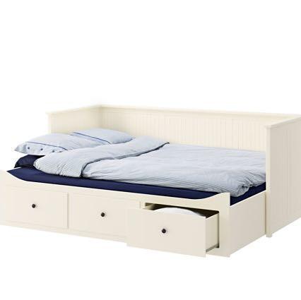 Bett ikea (c) bei IKEA hier gemeint, die Kante, über den Schubkästen - (Holz, IKEA, Oma)