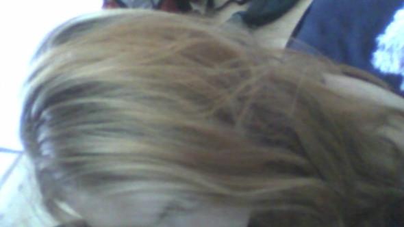 Das Bild ist nicht optimal. In echt ist es viel schlimmer :( - (Haare, Haarfarbe, Färben)