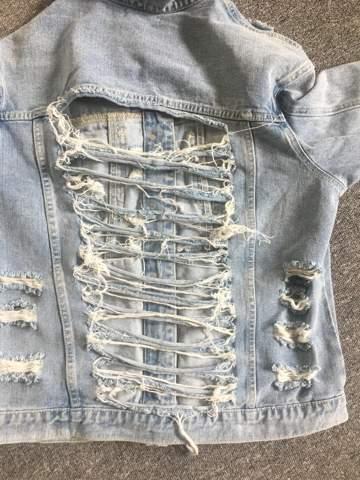 Hey hab mir diese Jacke bestellt und wollte fragen wie man das vielleicht hinten verbessern könnte? Weiß jemand vielleicht ob man das da hinten zu nähen kann?