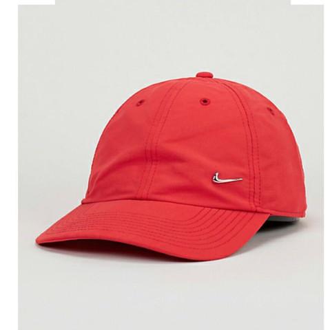 Hey Leute, brauche mal euren Tipp, weiße nike kappe oder rote nike kappe für eine schwarze, langhaarige (Danke im voraus☺️)?