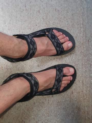 Hey was haltet ihr davon von diesem Sandalen von teva als junge mit 23 tragen oder eher altmodisch?