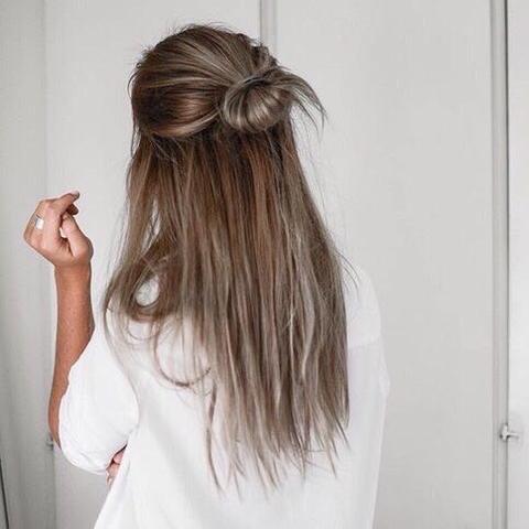 Braune Haare, hell/gräulichen Stähnchen. - (Haare, Friseur, färben)