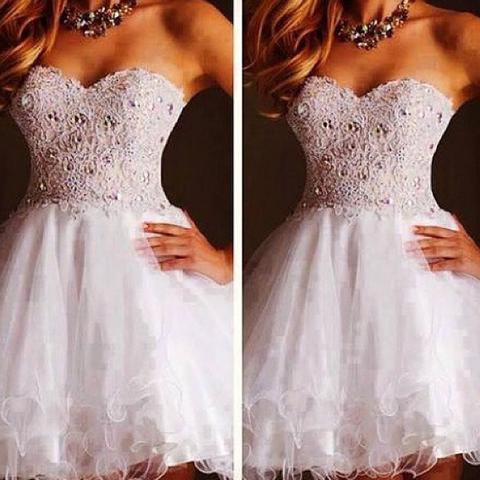 Hi, weiß jemand wo es dieses hübsche Kleid zu kaufen gibt?:) (nice ...