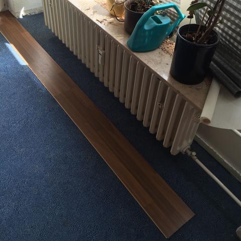 hilfe beim laminatboden verlegen an einer schweren stelle haushalt handwerk boden. Black Bedroom Furniture Sets. Home Design Ideas