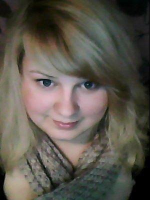 Das bin ich jetzt, blinde schulterlange haare, blaue augen, helle haut.. ;) - (Haare, Frisur, Haarfarbe)