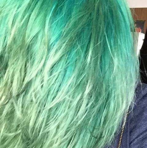 Hilfe Grune Ausgeblichene Haare Mit Blau Ubertonen Friseur