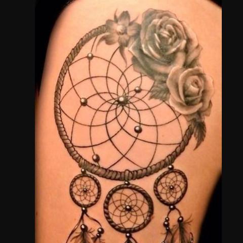 Hier ist ein Traumfänger mit einer Blume, so hätte ich mir das überlegt  - (Tattoo, Traumfänger, believe)