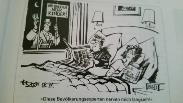 Ich muss diese Karikatur interpretieren, ich weiß auch dass es um den geburtenrü - (Karikatur, Geburtenrückgang)