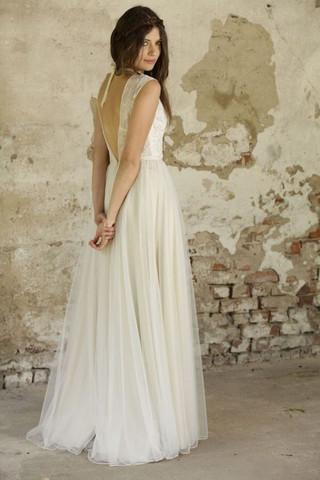 Hochzeitskleid, wie viele Lagen sind das und welcher Stoff könnte es sein?