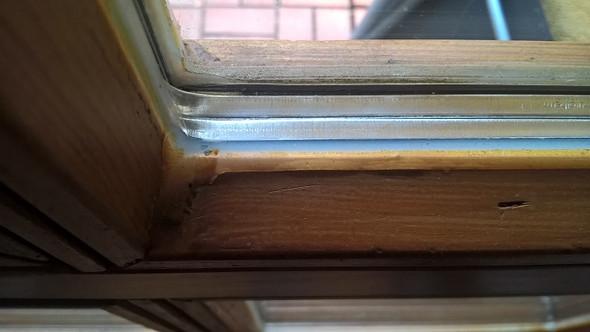 So sehen die Fenster aus, so sollen auch die ausgebleichten wieder aussehen. - (streichen, Lasur, Holzfenster)