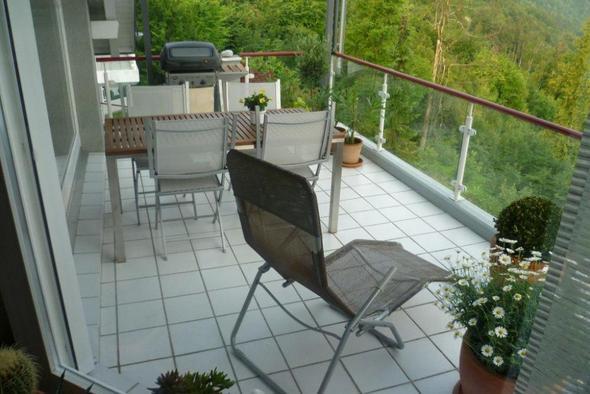 Holzfliesen einpassen in gef lle und schr gen balkon - Holzfliesen balkon ikea ...