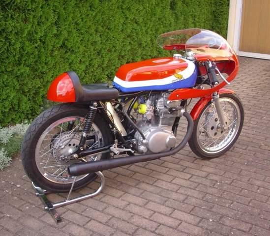 - (Auto und Motorrad, Motorrad, Honda)