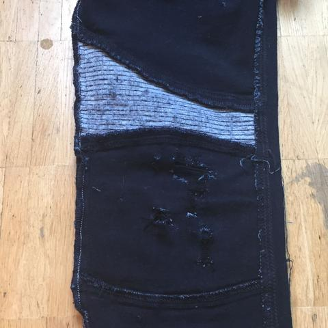 Und so sieht das Knie umgedreht aus - (Kleidung, Hose, Jeans)