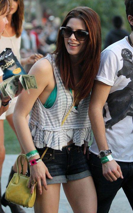 Hot Pants -- sieht dieses Outfit nuttig aus? (Mädchen