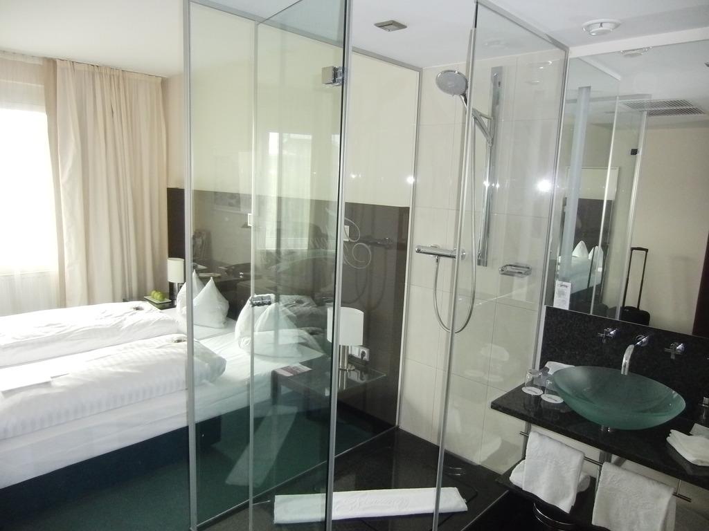 hotel mit dusche im zimmer reise duschen wochenende. Black Bedroom Furniture Sets. Home Design Ideas