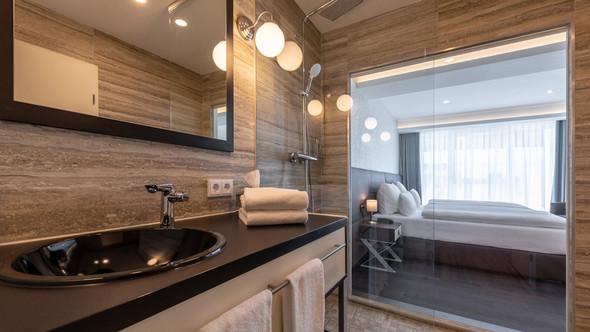 - (Hotel, duschen, Hotelsuche)