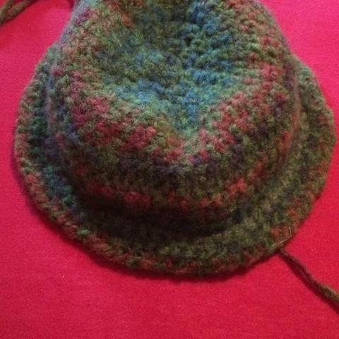 Der Hut mit nicht ganz fertiger Krempe  - (Handarbeit, häkeln, Hut)