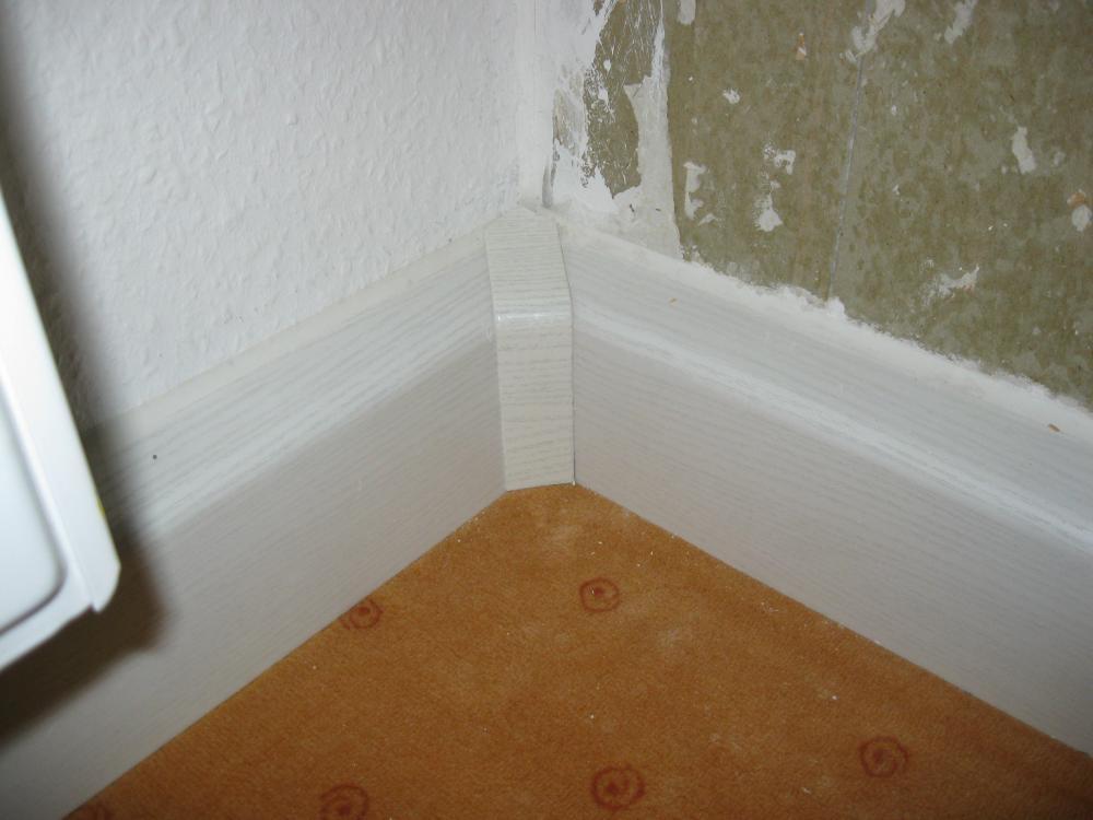 hz sockelleiste zum tapezieen entfernen und wieder anbringen haushalt heizung zentralheizung. Black Bedroom Furniture Sets. Home Design Ideas